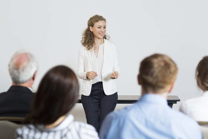 Cursos online del sector servicios a empresas